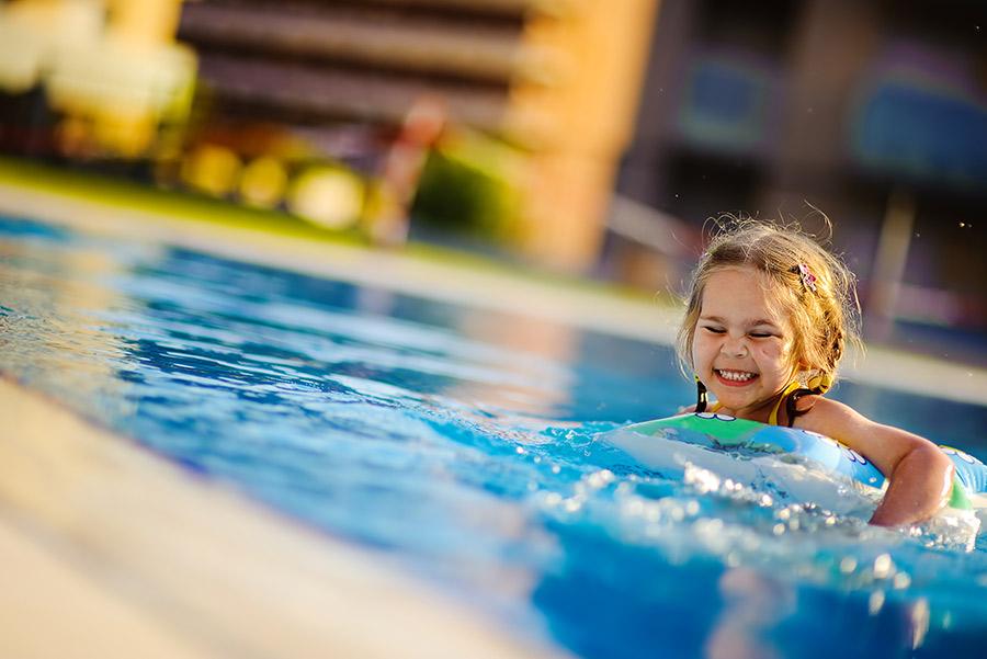 piscina a sfioro in muratura