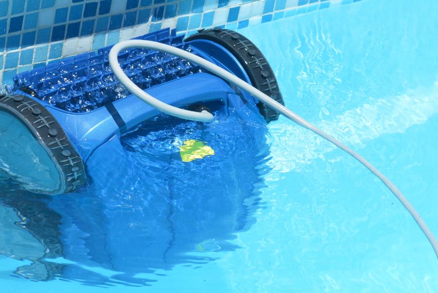 Manutenzione piscine interrate per giardino for Riparare piscina