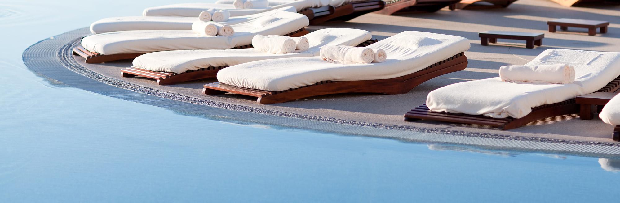 piscine a sfioro da esterno
