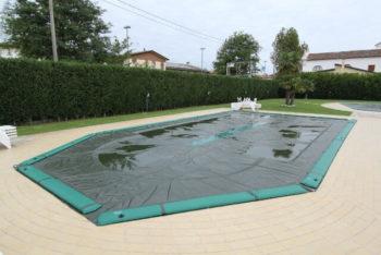 come rimuovere acqua stagnate dalla piscina