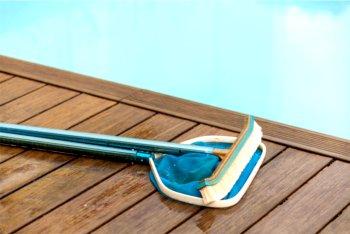 le fasi della manutenzione primaverile della piscina interrata