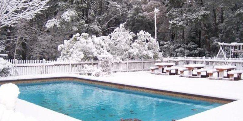 piscina in inverno