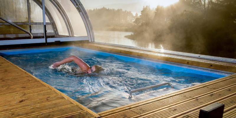Piscina riscaldata per il nuoto controcorrente